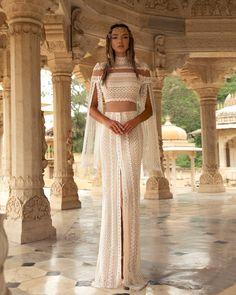 Pin by sara on katb ktab in 2019 Bohemian Wedding Dresses, Dream Wedding Dresses, Boho Dress, Bridal Dresses, Wedding Gowns, Prom Dresses, Formal Dresses, Vestidos Luau, Pretty Dresses