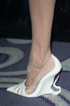 Angelina Jolie impresses yet again! Queen!!!