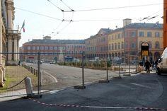 Il nuovo cantiere in piazza Roma - Foto e video - Gazzetta di Modena http://gazzettadimodena.gelocal.it/modena/foto-e-video/2015/01/08/fotogalleria/il-nuovo-cantiere-in-piazza-roma-1.10629805
