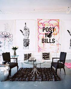 Peut-on transformer un vaste espace ouvert, froid et sans caractère en un loft arty mi-indus mi-bohème ? La réponse est oui et c'est le designer Ryan Korban qui nous le prouve avec son loft de Tribeca. Dans un grand local aux murs et plafonds blanc et...