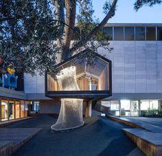 Bom dia com essa casa na árvorr dos sonhos! Local: Pátio de acesso a seção juvenil de educação artística do Museu de Israel em Jerusalém. Arquitetos: Ifat Finkelman e Deborah Warschawski. http://ift.tt/1oztIs0  Pinterest:  http://ift.tt/1Yn40ab