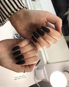 Make an original manicure for Valentine's Day - My Nails Black Almond Nails, Almond Shape Nails, Black Nails, Black Nail Designs, Nail Art Designs, Hair And Nails, My Nails, Goth Nails, Manicure E Pedicure