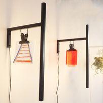 lichtconcept en wandlamp KrOOn One met een aquarel en een KrOOn One met een 3D object van rood perspex