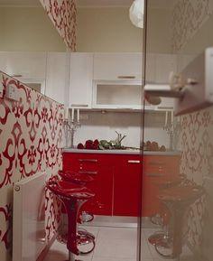 Küche Mit Rot Weißer Tapete, Toll!