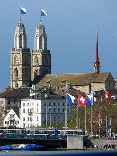 Grossmünster church and Quaibrücke (Quai bridge) in Zürich, seen from Zürichsee
