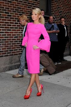 "Kelly Ripa Photos - Kelly Ripa wears a neon pink dress and high heels as she arrives at the ""Late Show with David Letterman"" in NYC. - Kelly Ripa Arrives for 'Letterman' 2"