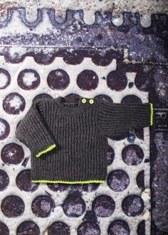 Patentstrikket baby og børnebluse. 3 months to 6 years. Free pattern in Danish