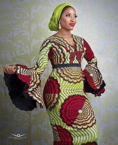 African Blouses, African Lace Dresses, Ankara Gowns, Ankara Dress, African Fashion Traditional, African Fashion Ankara, Printed Gowns, Short Gowns, Maxi Styles