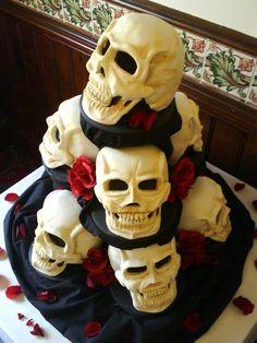 Risultati immagini per gothic cake male Skull Wedding Cakes, Gothic Wedding Cake, Gothic Cake, Skull Cakes, Bolo Halloween, Halloween Wedding Cakes, Halloween Cakes, Cupcakes, Halloween