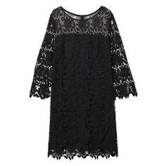 Une robe en dentelle
