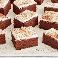 As featured in Mary Berry's BBC 2 TV series, Quick Cooking, this fuss-free recipe for a delicious chocolate chip traybake is a crowd-pleasing treat that's quick to make, and guaranteed to become a family favourite. Delicious Chocolate, Homemade Chocolate, Chocolate Cakes, Baking Recipes, Cake Recipes, Sweet Recipes, Bbc Recipes, Recipies, Dessert Recipes