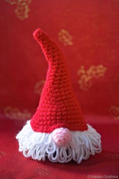 download a FREE pattern every day. ~ Funny Santa Hat with Hair & Nose! |  Crochet Stash .Tumblr .Com