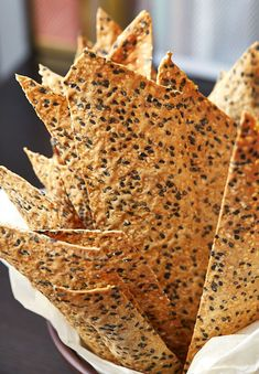 Cracker recipes - These sesame crackers are very similar to those overpriced artisan crackers you see at local grocery stores Only these much, much taste better Healthy Crackers, Homemade Crackers, Healthy Snacks, Healthy Recipes, Gluten Free Crackers, Savory Snacks, Savoury Biscuits, Cocina Natural, Snacks Saludables