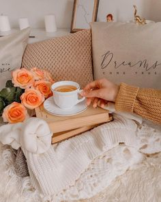 Good Morning Coffee, Good Morning Wishes, Coffee Time, Tea Time, Parisian Cafe, Coffee Candle, Happy Thursday, Feel Better, Floral Arrangements