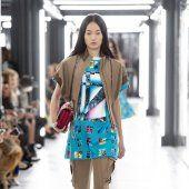 Louis Vuitton Style Couture, Haute Couture Fashion, Kimono Top, Louis Vuitton, Lady, Collection, Tops, Women, Fashion Ideas