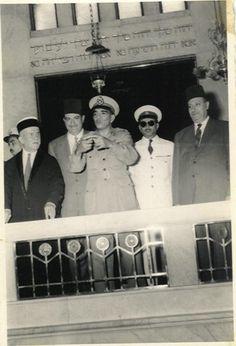 محمد نجيب فى المعبد اليهودى الكبير بالقاهرة