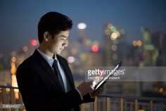 Foto de stock : Businessman working on tablet at night