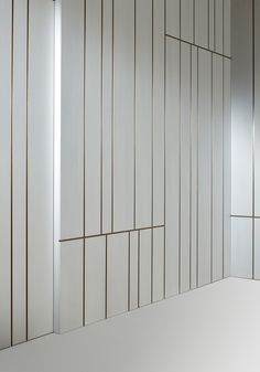 Wooden boiserie LINE By Laurameroni design Cesare Arosio Wall Cladding Interior, Wooden Wall Cladding, Wooden Panelling, Wooden Walls, Wall Panelling, Diy Interior, Interior Walls, Interior Design Living Room, Modern Interior