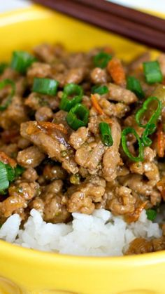 The delicious, sweet teriyaki sauce and the (kind of) hidden veggies in this Teriyaki Turkey Rice Bowl makes this one of those healthy ground turkey recipes that your whole family will love! Healthy Dishes, Healthy Meals, Healthy Eating, Healthy Recipes, Dinner Healthy, Healthy Steak, Advocare Recipes, Fast Recipes, Simple Recipes