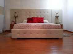 Cama king tapizada. Camas King, Bed, Furniture, Home Decor, Decoration Home, Stream Bed, Room Decor, Home Furnishings, Beds