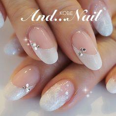 white snow flakes nail art