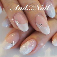 white snow flakes nail art