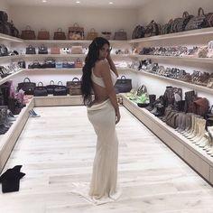 FR Daily News - What Kim Kardashian& house looks like and . - What the house of Kim Kardashian and Kanye West looks like which cost them 20 million euros in reno - Kim Kardashian Blazer, Kim Kardashian Casa, Kim Kardashian Before, Kim Kardashian Pregnant, Kim Kardashian Wedding, Kardashian Style, Kardashian Jenner, Khloe Kardashian Closet, Home Interior Design