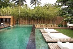 This looks like paradise in a backyard. Outdoor Landscaping, Outdoor Pool, Outdoor Spaces, Outdoor Living, Garden Swimming Pool, Natural Swimming Pools, Decks, Parc Guell, Riad