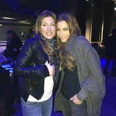 Η φωτογραφία της Έλενας Παπαρίζου με τη Δέσποινα Βανδή, που πήρε 17.000 likes!