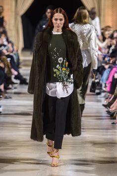 Boho Embroidery Oscar De La Renta Fall-winter - Ready-to-Wear - – 68 photos - the complete collection Women's Runway Fashion, Next Fashion, Autumn Fashion 2018, Fashion Week, New York Fashion, Fashion Show, Fashion Outfits, Couture Embroidery, Vintage Embroidery