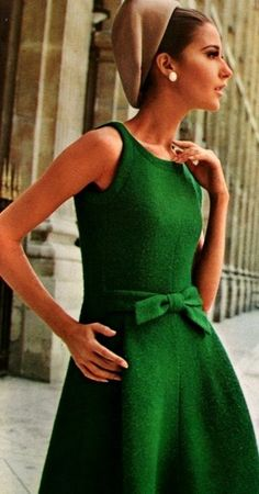 So vintage and chic! Love the green & bow! Autumn / Dress / Green