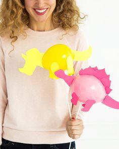 Mini Dinosaur Balloon Sticks (Oh Happy Day! Dinosaur Template, Dinosaur Printables, Girl Dinosaur Birthday, Girl Birthday, Dinosaur Ballons, Dinosaur Dinosaur, Balloon Template, Die Dinos Baby, Party Mottos