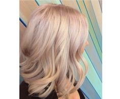 Have you ever ever heard champagne blond hair? It seems to be very enticing and charming and offers us with an important different between platinum and golden blond. Blonde Hair Looks, Brown Blonde Hair, Messy Bob Hairstyles, Pretty Hairstyles, Blonde Hairstyles, Lob Hairstyle, Taylor Swift, Blond Rose, Aveda Hair Color