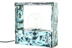 Lámpara de mesa en hierro  ( 30 x 30 x 10 cm) #Arte, #lampara, #metal, #muebles #diseño #artesano. #Art, #lamp, #furniture #craftsman #design