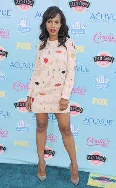 La actriz Kerry Washington uso este modelito bastnate juvenil de la diseñadora Stella McCartney, love it!