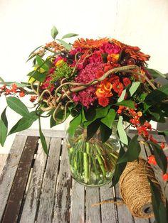 Hej! Linnea heter jag, ett passande namn på en blomgalen tjej. Med denna blogg vill jag ge dig tillfälle att njuta av vackra bilder, inspireras till egna projekt eller kanske baka samma kaka som jag själv gjorde till helgen. Jag är glad att du hittade hit och du är givetvis välkommen tillbaka! Mig når du på persson_linnea@hotmail.com