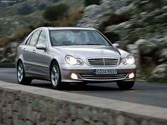 W203 Qua vormgeving baseerde Mercedes-Benz de in 2000 gelanceerde C-Klasse (W203) op de slanke S-Klasse. Vooral aan de profile is de gelijkenis goed te zien