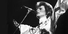 David Bowie sur scène au Earl's Court Arena à Londres en mai 1973.