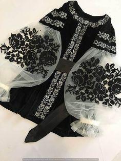 Black velvet embroidered blouse embroidered blouse with black roses velvet cool boho blouse Schwarzer samt Maschine bestickte Bluse bestickte Bluse. Hijab Styles, Boho Bluse, Hijab Fashion, Fashion Dresses, Looks Style, My Style, Mode Abaya, Black Velvet, Embroidered Blouse