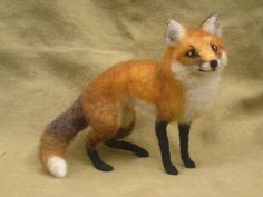 Needle felted fox poseable woodland animal par Ainigmati sur Etsy, $175.00
