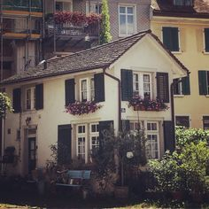 Found this cute house in Winterthur Winterthur, Cute House, Cabin, In This Moment, Mansions, House Styles, Outdoor Decor, Photography, Home Decor