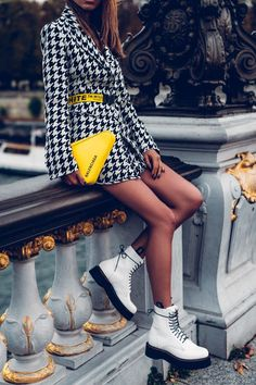 suit houndstooth print accessories pop of color yellow yellow bag white boots balenciaga houndstooth off white fashion week outfit idea outfit inspiration Paris fashion b. Fashion Week, Look Fashion, Fashion Boots, Trendy Fashion, Autumn Fashion, Fashion Trends, Paris Fashion, Fashion 2018, Womens Fashion
