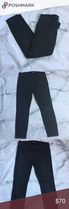 "Mother Jeans The Looker Crop Fashionably Late 30 Mother Jeans ""The Looker"" Crop Pants  Black ""Fashionably Late"" Wash  Size 30 Waist  Great condition! Possibly NWOT  Skinny/slim fit  Flat Lay Measurements: Waist 15"" Inseam 25"" Length 34""  Come from my smoke free home! MOTHER Jeans Ankle & Cropped"