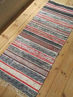Cute Rugs And Mats, Rag Rugs, Recycled Fabric, Woven Rug, Beautiful Things, Fun Stuff, Brain, Sewing Patterns, Recycling