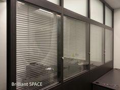 Glass System Wall 專上學阮 (三段,上雙玻璃內置百葉簾,下鐡板屏風) 1
