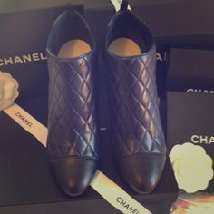 CHANEL Bottines - Quilted Bleu Marine/Noir.