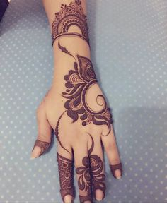 Are you looking for some fascinating design for mehndi? Or need a tutorial to become a perfect mehndi artist? Mehndi Designs Feet, Khafif Mehndi Design, Floral Henna Designs, Henna Art Designs, Mehndi Designs For Girls, Mehndi Designs 2018, Modern Mehndi Designs, Mehndi Designs For Fingers, Wedding Mehndi Designs