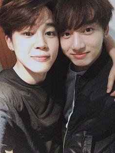 FINALLY JUNGKOOK YOU'VE NOTICED JIMIN hahaha #JIKOOK  Jimin and Jungkook ❤❤❤❤❤❤❤❤❤❤