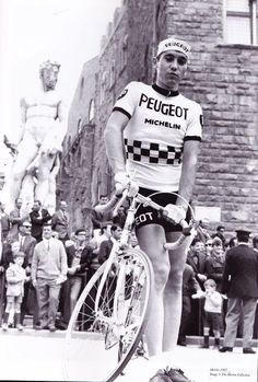 Legendary Eddy Merckx in 1967 during Tour de France Fur Vintage, Velo Vintage, Vintage Cycles, Peugeot Bike, Bike Poster, Cargo Bike, Bicycle Race, Cycling Art, Cool Bicycles