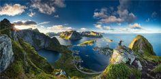 Cales a Reinebringen, illes Lofoten, Cercle Polar, Noruega. Norway Landscape, Mountain Landscape, Lofoten Islands Norway, Les Fjords, Beautiful Norway, Beautiful Ocean, Beautiful Islands, Visit Norway, Destination Voyage